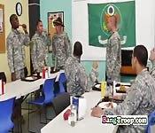 Soldados calienta la hora de la comida