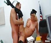 Una bella scopata con una poliziotta
