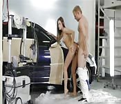 HD Babe in Werkstatt gefickt