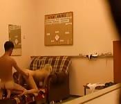 Er filmt sich und seine Freundin heimlich beim Sex