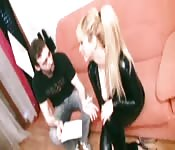 Blonde reçoit traitement anal
