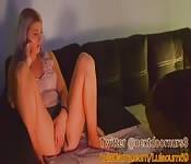 Viciosa nena masturbada por amiga