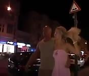 Junge Deutsche wird auf der Straße in den Arsch gefickt