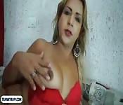 Una trans laida dal Brasile si fa inculare duramente