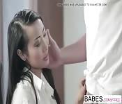 Sharon Lee est une asiatique cochonne