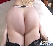 Stunning booty babe gets pussy pounded