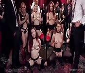 Cuatro zorras BDSM en bondage en público