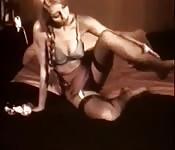 Blondynka nakręca znakomity materiał do masturbacji