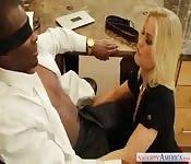 Verrassing voor haar zwarte baas