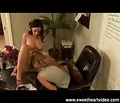 Excitante sexo lésbico na oficina