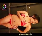 Sexy, kleiner, geiler, roter Bikini