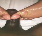 Sega con i piedi coperta d'olio