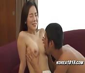 Jeune Coréenne va avoir du plaisir