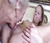 Uma safada avó tem o que tem que ter