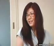 Profesora asiática tirándose a un alumno