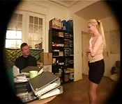 Une secretaire serviable