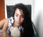 Une belle latina amateur à petits seins