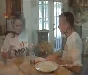 Hete moeder en zoon scene