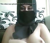 Donna araba si apre