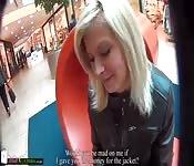 MallCuties - Blonder Teenie fickt für eine Weste