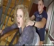 Baise dans l'escalier