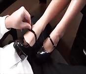 Estreando sapatos de salto
