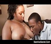 Femme corpulente baisée correctement