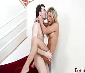 James Deen baise Aubrey Addams d'une manière très brutale