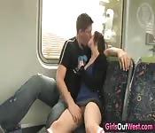 Amateur-Paar beim Sex im Zug