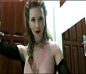 MATURE sexy rousse baise un black