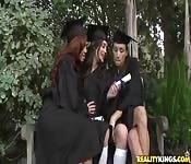 Lesbendreier nach Schulabschluss