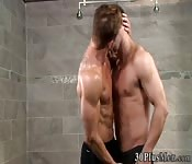 Hunk tongued in shower