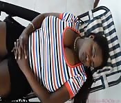 Ebony met enorme natuurlijke tieten