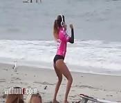 A linda surfista Anastasia Ashley deixa todo mundo com tesão