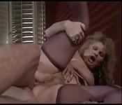 MILF blonde amateur veut la bite dans son cul