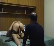Amateurin in Strümpfen steht auf Cowgirl-Sex