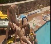 Katja Kassin wird von mehren Typen am Pool gefickt