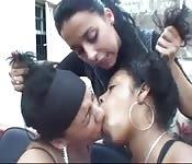 Brasileiras comendo suas própria babas depois de beijar