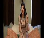 Een rondborstige punk vrouw neukt in een POV