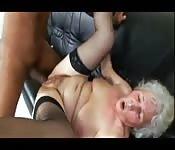Una nonna inculata da un negrone