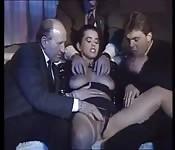 Três italianos fudendo a uma moreninha