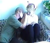 Un couple baise entre eux