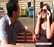 Touristen erwischen geiles Paar, das auf der Straße fickt