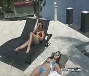 Three bikini besties licking pussy