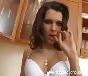 Bela italiana tira a roupa para ti