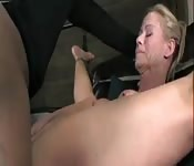Milf blonde femme fontaine gicle partout