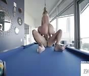Sexo na mesa de sinuca
