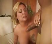 MILF à gros seins baisée