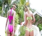 Du sexe anal brutal pour deux femmes à gros culs