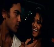 Un uomo seduce una piccola indiana sexy
